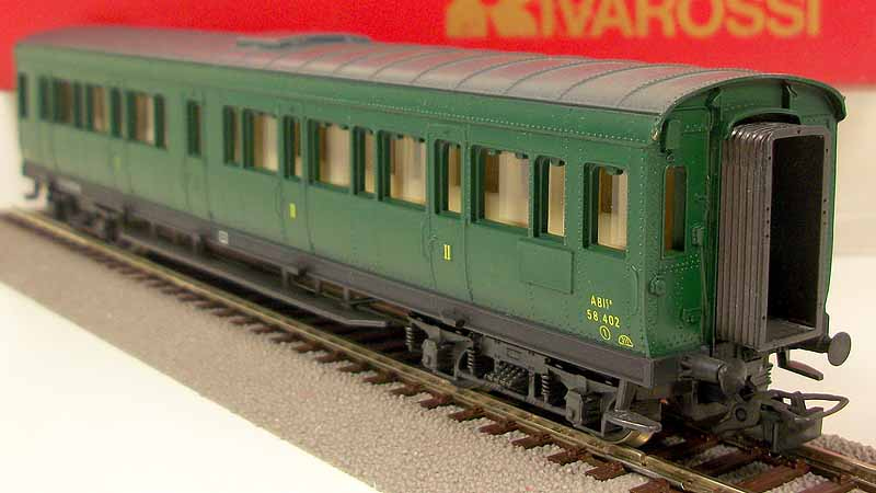 Carrozza ABIz 58.402, art. 2454, in livrea verde vagone, lato corridoio - foto da ebay