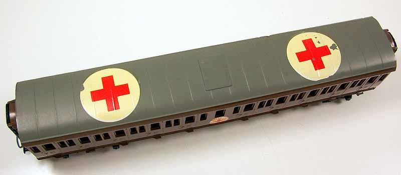 Il tetto della carrozza art. 42519 con insegne della Croce Rossa - foto da ebay