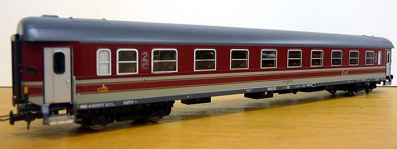 Carrozza di 2ª classe, art. 43011, lato scompartimenti - foto da minimondo2002.it