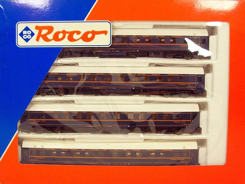 Confezione con 4 carrozze UH con immatricolazione FS, art. 44045 - foto da ebay