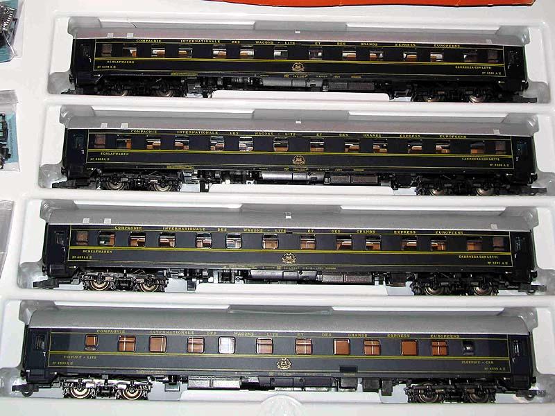 Confezione con 4 carrozze UH con immatricolazione SNCB, art. 44050 - foto da ebay