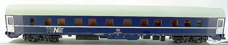 La prima versione della carrozza UH FS, art. 44842, lato corridoio - foto da ebay