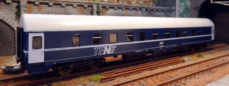 Carrozza UH SNCF 71 87 71-70 785-5 (art. 64519) - foto da model-evasion.com