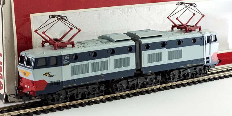 Modello di produzione anni '80, senza gli scassi sul pancone frontale (art. 208064L) - foto da rail-modelling.com
