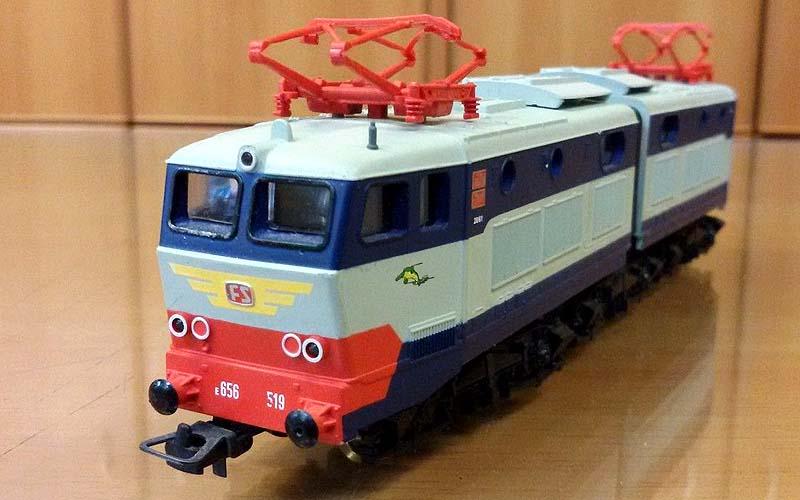 E656 519 di produzione cinese (art. HL2103), con pantografi in plastica - foto da ebay