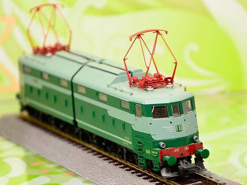 E645 104 in livrea verde-grigio, art. 63644 - foto da ebay