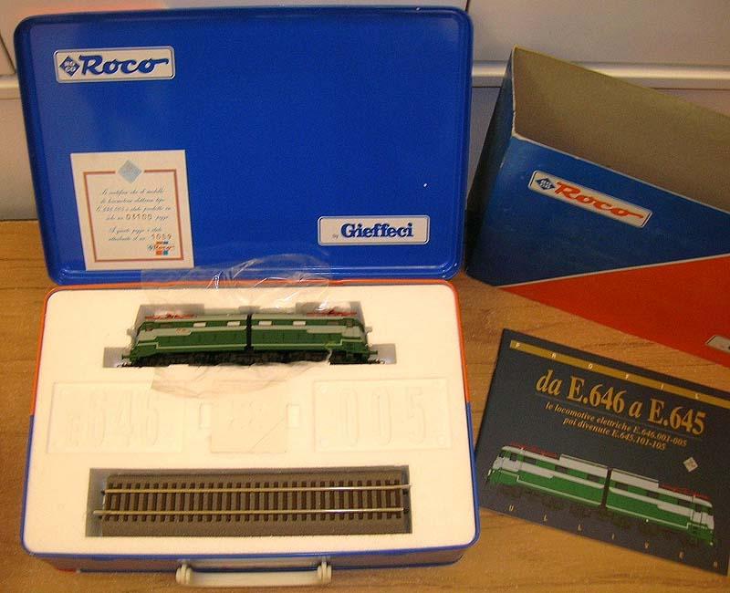 La confezione della E646 005, art. 43610, con libretto e binario per l'esposizione - foto da ebay