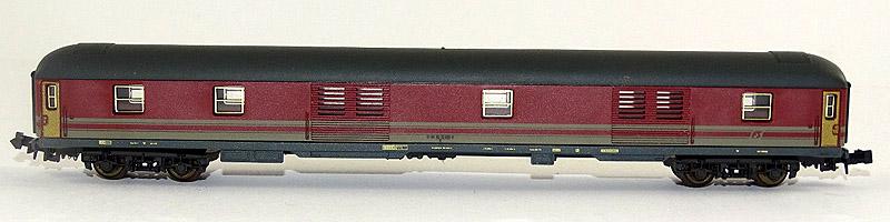 Bagagliaio FS in scala N in livrea rosso fegato-grigio beige, art. 320349 - foto da ebay