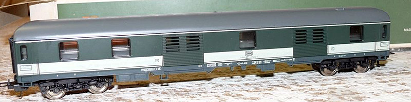 Bagagliaio DB in livrea verde-grigio, art. 9313 - foto da ebay