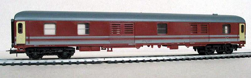 """Bagagliaio FS in livrea rosso fegato-grigio beige con telaio rosso, proveniente da start set - foto da pagina Facebook """"Lima trenini elettrici"""""""