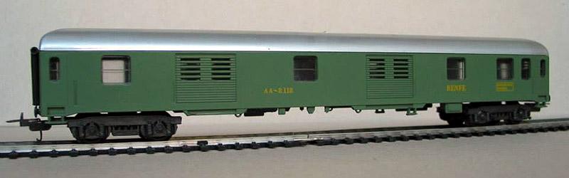 """Bagagliaio RENFE in livrea verde chiaro e carrelli 24, art. 9325 - foto da pagina Facebook """"Lima trenini elettrici"""""""