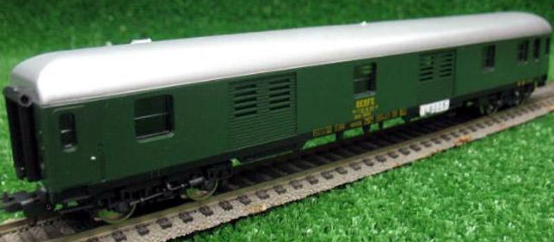 Bagagliaio RENFE in livrea verde chiaro e carrelli MD, art. 9325 - foto todocoleccion.net