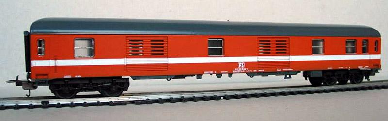 """Bagagliaio FS in livrea arancio """"Eurofima"""", art. 309348 - foto da pagina Facebook """"Lima trenini elettrici"""""""